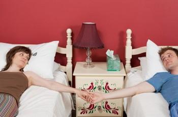 – Especialista em sexo afirma: dormir em camas separadas aumenta a intimidade